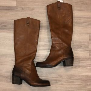 Like New Jessica Simpson boots sz 8